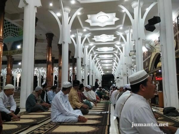 27 Keutamaan Sholat Berjamaah di Masjid Menurut Habib Mahdi Al Hamid